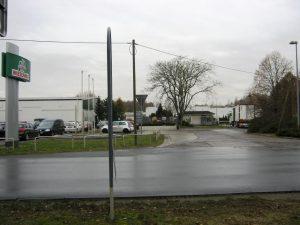 Blick in die Einfahrt der Wiesenhof Schlachtanlage, Niederlehme