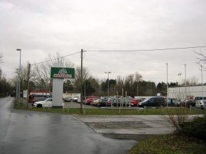Einfahrt und Parkplatz von Wiesenhof Niederlehme