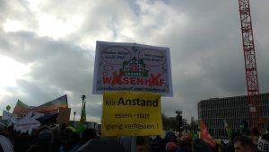 Anti-Wiesenhofplakat bei der Wir-haben-es-satt-Demo 2018